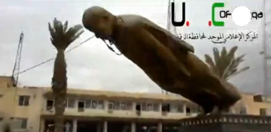 Die Aufständischen nahmen in Syrien die Hauptstadt des gleichnamigen Gouvernements Al-Rakka ein. Regimegegner veröffentlichten Bilder, die zeigen, wie dort eine Statue des Vaters von Präsident Baschar al-Assad niedergerissen wird.