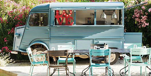 Le Camion Bleu du Hameau des Baux à Paradou