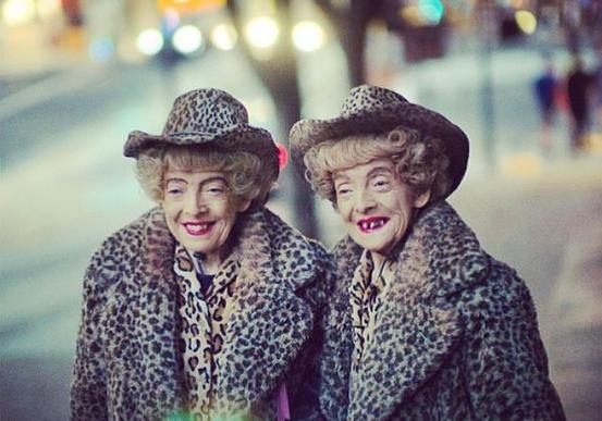 Die beiden eineiigen Zwillinge Marian und Vivian Brown.
