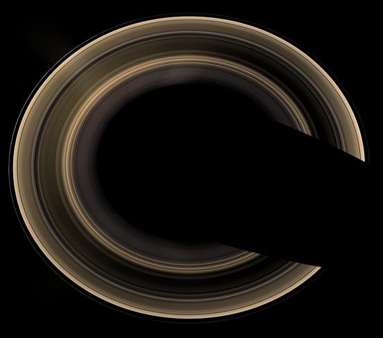 Aufnahme der Ringe des Saturn von Cassini; das Bild wurde aus einem Winkel von 60° zum Ringsystem gemacht.