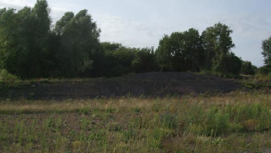 Reste de schiste sur l'arrière du carreau de la fosse d'Elinghen