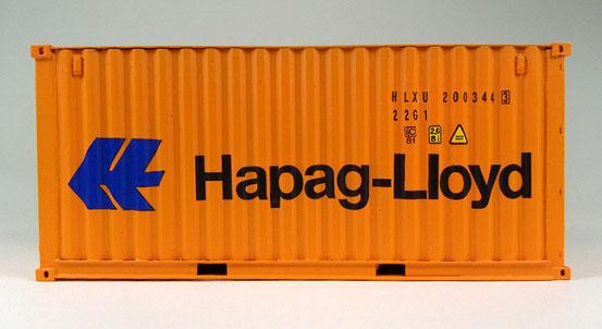 Hier ein noch neuer 20' Dry Container von Hapag Lloyd. Beachte die etwas andere Dachform gegenüber den meisten anderen Reedereien.