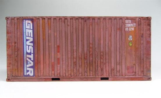 Hier ein 20' Dry Container der amerikanischen Genstar Gesellschaft.   Zeitraum stellt in etwa die späten 90er Jahre dar.  Der Container hat schon viel auf dem Buckel.