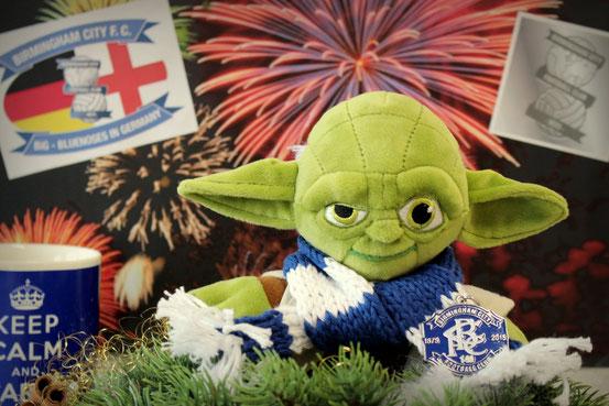 Master Yoda-Puppe mit Birmingham City-Fan-Utensilien
