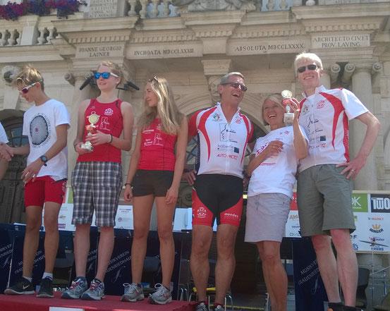 v.l. Maxi Häberle, Beatrice Böttcher, Tina Just, Dieter Buchberger, Monika Kühn und Dirk Böttcher