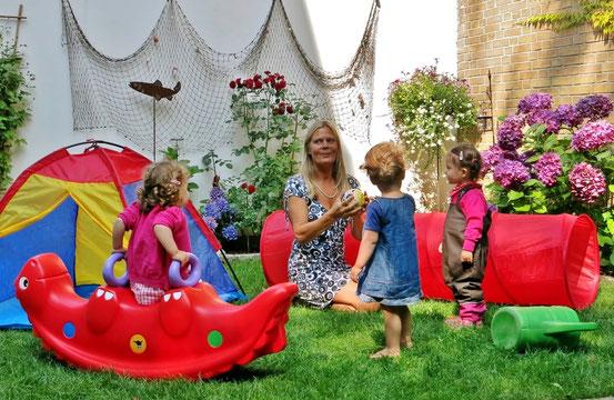 """""""Kleine Helden"""" in Flensburg, ist eine Kinderbetreuung, in der maximal 5 Kinder betreut werden. Ihr Kind wird liebevoll und zuverlässig, in familiärer, häuslicher geborgener Atmosphäre betreut."""