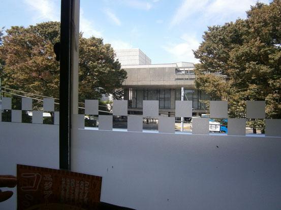 文化亭より見る上野文化会館楽屋口