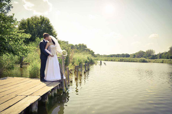 Freie Redner - Hochzeitspaar am See