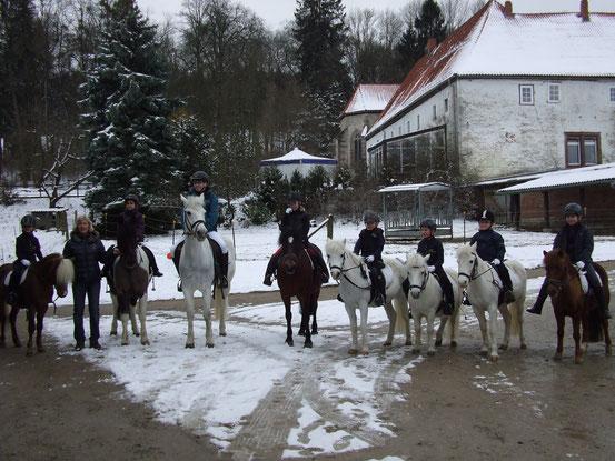 Erleichterung bei den Prüflingen und bei Katrin Heyer nach dem Abteilungsreiten