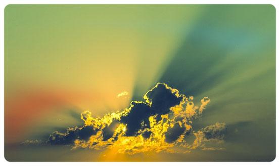 Wolken, zon, verandering, licht in de duisternis.