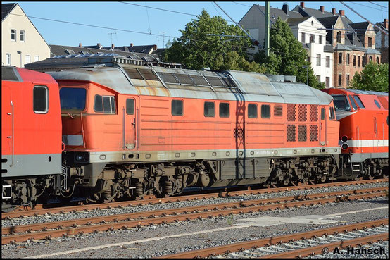 Am 21. Juli 2015 wird 232 173-5 aus Stendal ins AW Chemnitz überführt. Die Aufgabe übernehmen 143 179-0 (MEG 601) und 229 120-1 (MEG 301). In Chemnitz Hbf. erwartete ich die interessante Fuhre