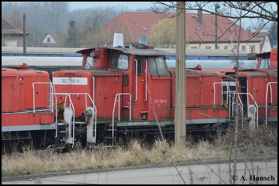 362 799-9 ist in Besitz der PRESS. Mit mehreren Schwestermaschinen steht sie am 21. März 2015 in Espenhain abgestellt