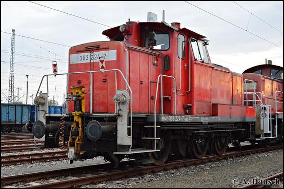 363 224-7 steht am 25. April 2015 mit anderen Loks in Cottbus Hbf.