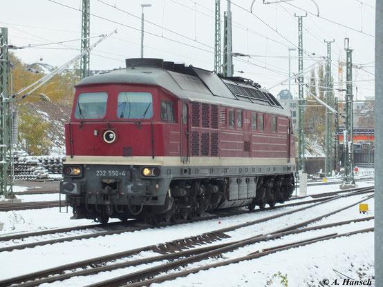 Glück gehabt: Da die Lok in Chemnitz Hbf. ans andere Zugende umsetzt, habe ich Gelegenheit für ein Solobild. Die Maschine der Deutschen Gleis- und Tiefbau GmbH (DGT) besitzt noch ihre originale Reichsbahnlackierung