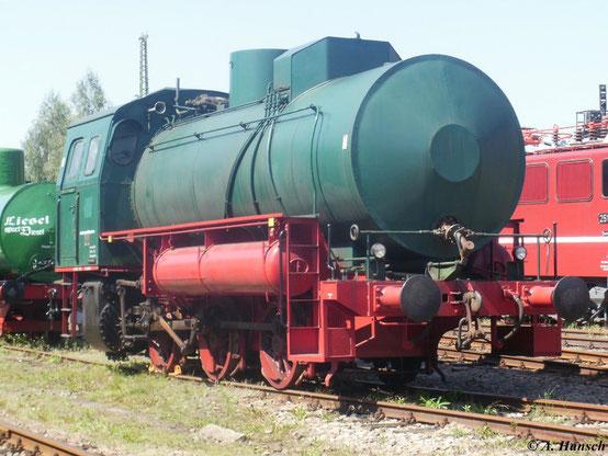 Dampfspeicherlok FLC war die letzte betriebsfähige Lok ihrer Art in Sachsen. Sie war beim VEB Energiekombinat Karl-Marx-Stadt im Einsatz und schließlich von 1993 bis 2000 bei der Wärmeversorgung Plauen. Hier steht sie am 22. August 2011 im SEM Chemnitz
