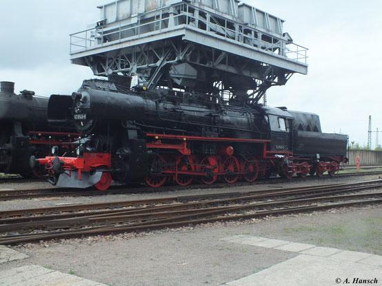 """Am 15. September 2012 steht 52 8149-8 im SEM Chemnitz unter dem Kohlebunker. Sie ist die einzige 52.80 mit Giesl-Ejektor. Zu museumszwecken wurde die Lok wieder mit der """"Flachesse"""" ausgestattet"""