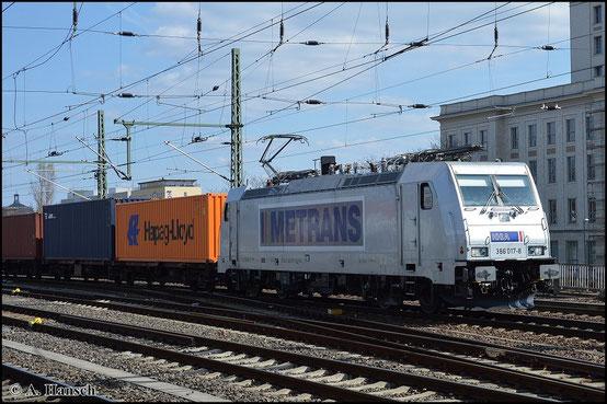 386 017-8 durchfährt am 19. April 2015 mit Containerzug Dresden Hbf.