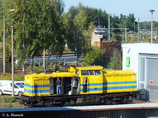 Vier V100 der KUBE CON rail GmbH wurden im Sommer 2013 von der Salzburger Eisenbahn TransportLogistik GmbH aufgekauft. Darunter auch 202 494-1, die am 30. September 2013 noch in KUBE CON-Farben am AW Chemnitz repariert und später auch umlackiert wird