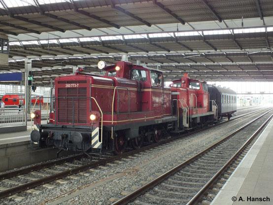 """Die Steigerwaldbahn KG besitzt eine ex DB-V60. Am 13. Juli 2014 war 360 773-6 in Chemnitz Hbf. zu sehen. Am Haken hatte sie 362 911-0 und eine """"Donnerbüchse"""""""