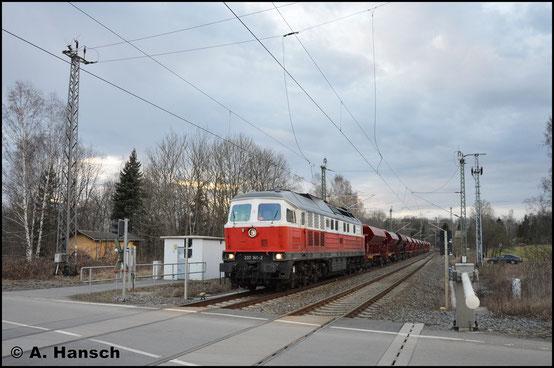In Aktion erlebe ich die Maschine am 3. April 2018. Sie zieht einen Schotterzug von Hosena nach Regis. In Chemnitz-Furth passte ich DGV 92531 im letzten Licht ab