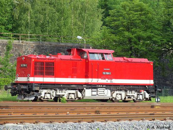 112 708-3 ist desöfteren zu Gast in Chemnitz, wo die RISS, Besitzer der Maschine, einen Lokschuppen im Gelände des AW Chemnitz haben. Von hier aus bricht die Maschine am 15. Juni 2013 zu einem Einsatz auf
