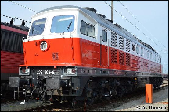 232 303-8 scheint kürzlich einen neuen Lack erhalten zu haben, als ich sie am 26. April 2015 in Cottbus Hbf. antraf