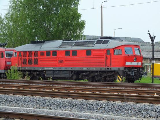 """232 529-8 steht am 10. Mai 2013 mit 180 007-7 und 180 002-8 am AW Chemnitz. Dort wird sie im """"DB-Stillstandsmanagement"""" verweilen bis irgendwann über ihr Schicksal entschieden wird"""