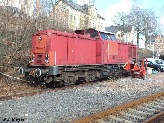 Fast 3 Jahre später: Am 14. Februar 2014 steht 202 066-7 im Bf. Stollberg (Erzgeb.). Die Lok gehörte zuletzt der KUBE CON logistics GmbH und ist inzwischen als Ersatzteilspender Eigentum der SETG