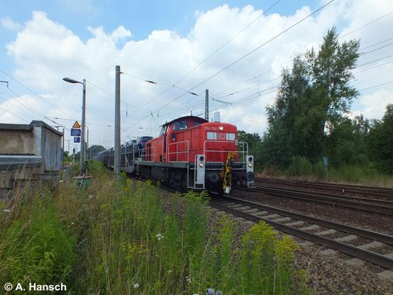 Mit kurzem Autozug durchfährt 294 706-7 am 16. Juli 2014 Leipzig-Thekla