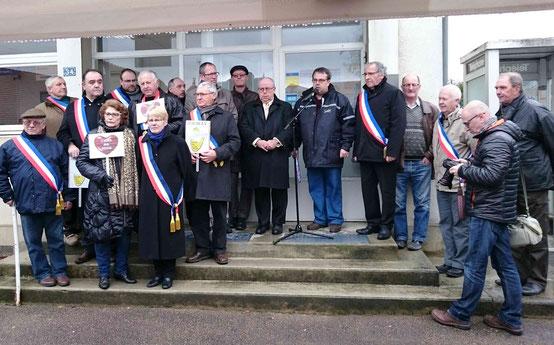 Soutenus par leurs collègues voisins, les Maires des 15 municipalités concernées font bloc avec les usagers...