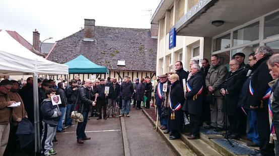 Le porte-parole du collectif des usagers du bureau de Poste de Bouilly rappelle les raisons de la protestation...