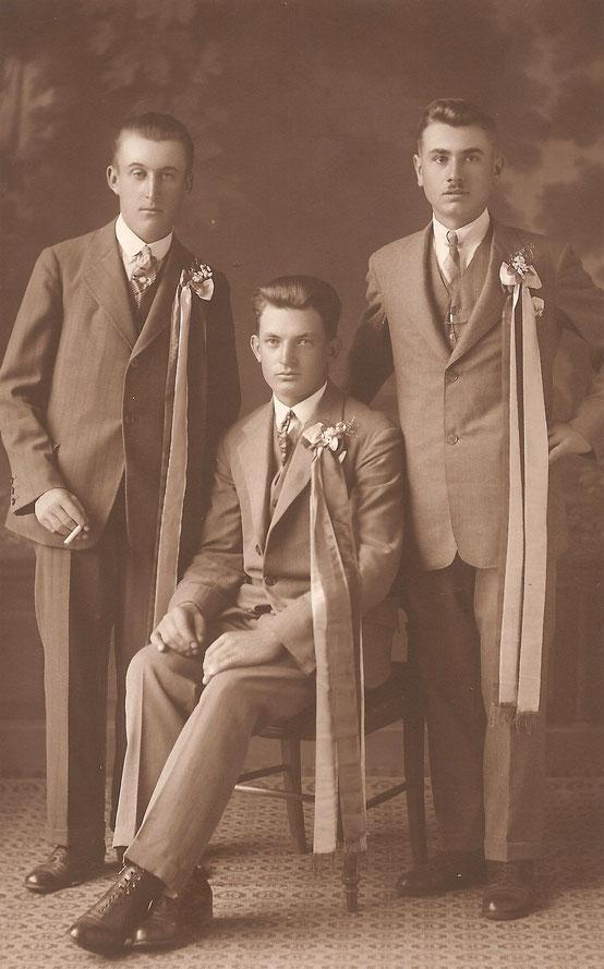 Platter Kirtagsburschen (Aufnahmedatum: ca. 1930), von links: Josef Kamhuber (*1911), Franz Scharinger (*1911), Leopold Windisch (*1912)