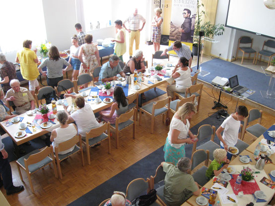 Begegnungstag Adventgemeinde Celle 2015 gemeinsames Essen