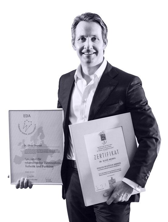 Zahnarzt Dr. Oliver Brendel mit Auszeichnungen