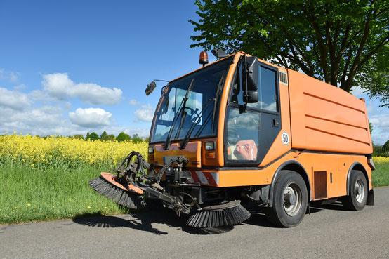 Kehrfahrzeug Orange