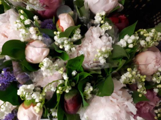 Bouquet de muguet et pivoines