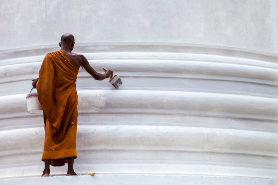 Alle zwei Jahre werden die Dagoben in Anuradhapura frisch gestrichen.