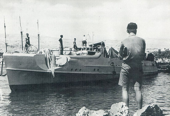 "Boot vom Typ ""S 30"" in Afrika - Bild: Archiv Mundt"