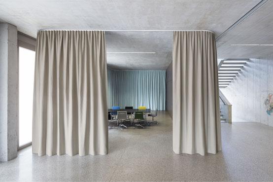 Akustikvorhang, Akustikstoffe, Schalldämpfend Vorhänge, Vorhangfachgeschäft, ruhiges Wohnen, Vorhänge by Ruoss, Creation Baumann, Raumgliederung, Sitzungszimmer