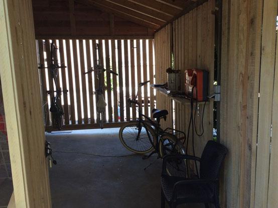 mettre ses vélos à l'abri dans un espace sécurisé b&b et table accueil vélos canal de Garonne descendre de Bordeaux à Séte ou Aiguillon Cahors