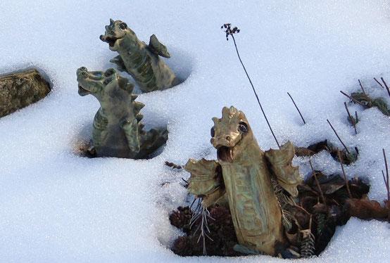 Keramik Drachen im Winter