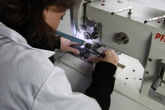Coutur du cuir sur machine triple entrainement