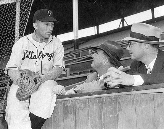 Nella foto Bing Crosby con la divisa dei Pirates