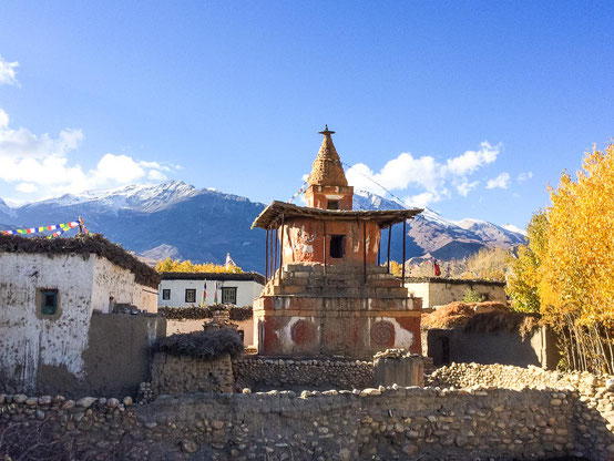 Stupa in Charang - welches tolles Farbenspiel