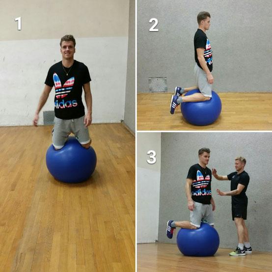 Abbildung 2: Kniestand auf dem Pezziball mit Rico Freimuth