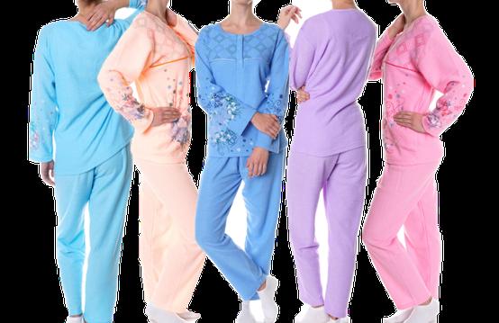 Vrouwen in pyjama's. Nachtmode in de kleuren blauw, lichtblauw, perzik, roze en lila