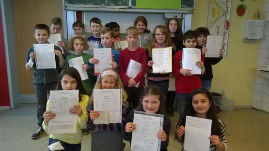 Die Klasse 4b (Klassenlehrer Herr Plur).