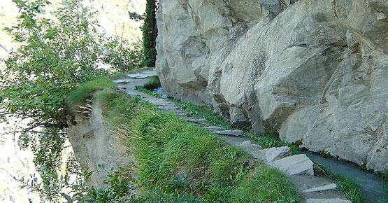 Weitwandern ohne Gepäck vom Berner Oberland ins Wallis: entlang der Suone