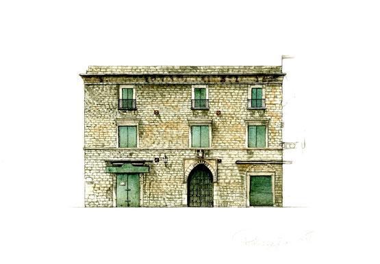 palazzo Palagano, XV secolo, che successivamente appartenne alla famiglia Festa e Ferdinando Lambert. Dell'originaria struttura architettonica, oltre alla cornice marcapiano, rimane il portale con arco ogivale.