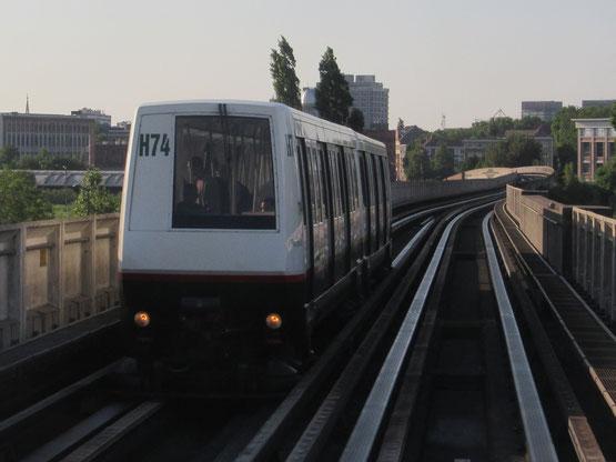 Un MATRA VAL 206 sur la ligne 2 à Lille.